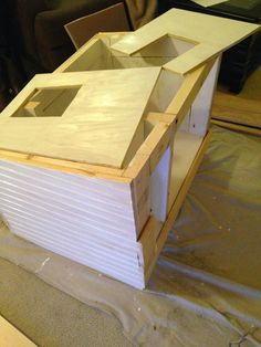 "Running with Hooks: A DIY ""Cathouse"" - Dog is to Doghouse as Cat is to Cathouse! Feral Cat Shelter, Feral Cat House, Outdoor Cat Shelter, Outdoor Cat Enclosure, Cat House Diy, Outdoor Cats, Feral Cats, Cat Shelters, Kitty House"