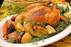 やっぱりクリスマスにはローストチキンが食べたくなるもの。大きなまるごとチキンにみんなの歓声が聞こえてきそうです。 乾燥ハーブを使ってもいいですが、ぜひ生のハーブを使って挑戦してみてください。お庭にローズマリーやセージなど植えたりしていませんか?