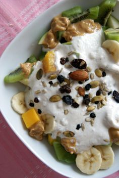 Fruit salad with quark and nuts. Kiwi, Fruit Salad, Mango, Healthy Recipes, Manga, Fruit Salads, Healthy Eating Recipes, Clean Eating Recipes, Healthy Diet Recipes