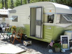 The Shasta Airflyte and our first big vintage camper rally - Nest Vintage Modern | Vintage Home Decor