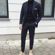 Blue suit with a blue rollneck - monochrom Blazer Outfits Men, Stylish Mens Outfits, Casual Outfits, Mens Fashion Suits, Fashion Wear, Mens Suits, Gentleman Mode, Gentleman Style, New York Men's Street Style