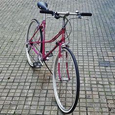 Custom bikes: in 4 Schritten zu deinem Traumrad  Als Kunde eines custom bikes kannst Du dich in den Entstehungsprozess mit einbringen. Vorwissen brauchst Du dazu keines, nur die Lust am Radfahren. Vintage Bicycles, Custom Bikes, Biking, Trial Bike, Upcycled Crafts, Custom Motorcycles, Custom Bobber, Vintage Bikes