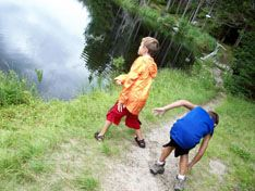 10 games for hiking with kids  http://www.outdoors.org/publications/outdoors/2001/2001-games.cfm