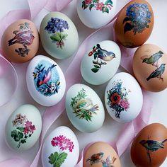 DIY Easter decorations: transfer Eggs. Homes & Gardens. http://www.hglivingbeautifully.com/2016/03/07/diy-easter-decorations/