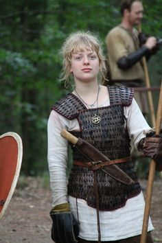 These are pictures of women with functional armor that they use for sparring in real combat as opposed to pictures of actresses in plastic bikinis painted with silver paint. Lamellar Armor, Sca Armor, Viking Armor, Viking Shield, Viking Dress, Viking Age, Viking Woman, Female Armor, Female Knight