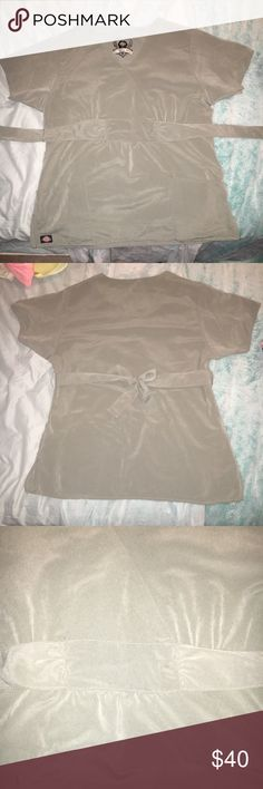 🎉FLASH SALE🎉 Dickies Black Label scrub top Gently worn Dickies Black Label olive green super soft scrub top in size small. Offers are welcome 🙂 Dickies Tops Tees - Short Sleeve