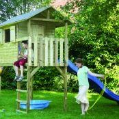Speelhuis Tom is een voordelig en veelzijdig houten speelhuis.   Het speelhuis heeft een klimtrap engekleurde handgrepen.   Speelhuis Tom is eenvoudig te monteren door voorgemonteerde dak en wanddelen.   Afmeting 240 x 120 x 290 cm   Het geleverde hout is keteldruk geïmpregneerd en daardoor zeer duurzaam voor jarenlang speelplezier.   Onderbouw 7 x 7 cm dik hout, bodem 2,7 cm dikke planken.   Eventueel uit te breiden met glijbaan.   Wij adviseren u om dit speelhuis te ...