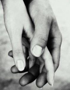 Serás amado/a el día en que puedas mostrar tu debilidad sin que el otro se sirva de esto para afirmar su fuerza.