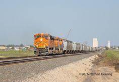 https://flic.kr/p/M5AMHN | BNSF 8510 West | A westbound loaded grain train bound…