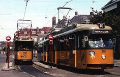 Rotterdam - Spartastraat. R.E.T. tram-stellen. De Düwag-tram 381 ziet er nog erg nieuw uit. Deze werd in dienst gesteld in ju i 1965. De foto zal dus niet veel later zijn gemaakt....