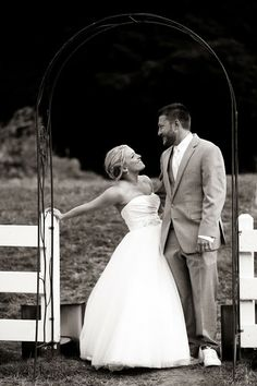 wedding poses cute black and white Willow Rose Photography: August 2013