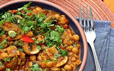 Choley Dingri Dopiaza: Chickpeas and Mushrooms in Caramelized Onion Curry [Vegan] | One Green Planet