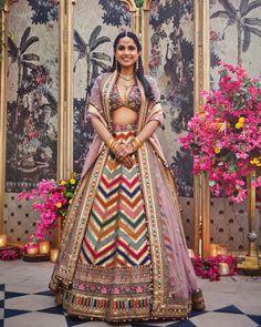 Top 100+ Stylish Wedding Dresses For Both Brides & Grooms Indian Bridal Outfits, Indian Dresses, Bridal Dresses, Wedding Outfits, Mehendi Outfits, Indian Saris, Shadi Dresses, Indian Lehenga, Indian Ethnic