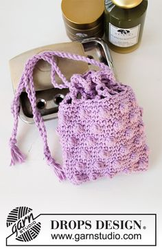 Crocheted pouch for soap or tawashi in DROPS Paris with lace pattern. The piece is worked bottom up. Knitting Patterns Free, Free Knitting, Crochet Patterns, Drops Design, Crochet Diagram, Free Crochet, Magazine Drops, Play Clothing, Beginner Crochet Projects