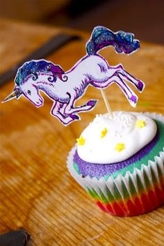 These rainbow cupcakes (click H E R E for recipe or see below) with glitter unicorn cupcake toppers celebrated my friend Ingrid& bir. Rainbow Cupcakes, Yummy Cupcakes, Mini Cakes, Cupcake Cakes, Dessert Drinks, Desserts, Unicorn Cupcakes Toppers, Christmas Unicorn, Cupcake Heaven