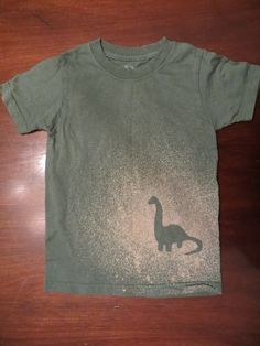 The bleach t-shirt fail . be really cute with an owl die cut-out Christmas Shirts For Kids, Holiday Crafts For Kids, Bleach Shirt Diy, Funky Shirts, Vinyl Designs, Shirt Designs, Owl Applique, T Shirt Painting, Craft Club