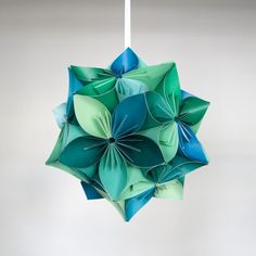 As agreed by convos: Custom order for 1 small Kusudama origami ball made with the colors shown above.