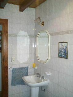 En los baños de las cabañas de troncos puede recubrirse toda la pared con ceramicos como en la construccion tradicional Puede ver mayor informacion en nuestra pag. web: casadetroncos.com