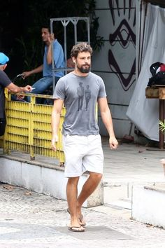 Mode Masculine, Barefoot Men, Beard Styles For Men, Mens Flip Flops, Men Style Tips, Men Looks, Sexy Feet, Man Crush, Cute Boys