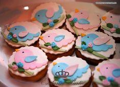 Depois de uns dias sumida e com muita saudade que vou postar a festa de passarinho realizada para comemorar o primeiro aninho da Maria Clar...