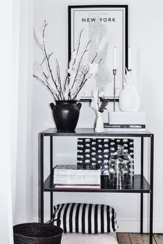 Stunning black and white home accessories.