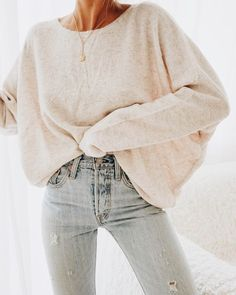 Classic sweater and jean outfit inspiration. casual date night outfit ideas. Casual Date Night Outfit, Casual Winter Outfits, Trendy Outfits, Casual Summer, Spring Outfits, Sweater And Jeans Outfit, Sweaters And Jeans, Jeans Outfit Winter, Oversized Sweaters