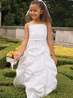Great flower girl or junior bride dress!!
