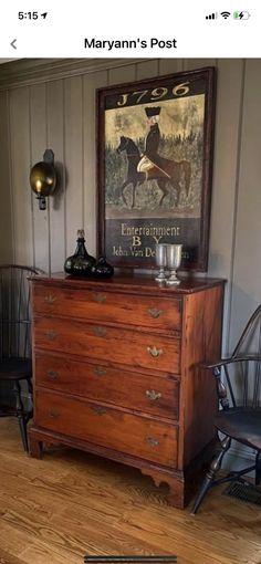 Dresser In Living Room, Home Living Room, Vintage Room, Vintage Home Decor, Colonial Decorating, Interior Decorating, Decorating Ideas, Interior Design, Primitive Living Room