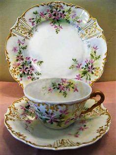 Very pretty china pattern on this dish set.