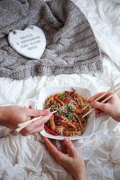 domowa chińszczyzna z kurczakiem My Recipes, Cooking Recipes, Home Food, Appetisers, Tortellini, Wok, Pulled Pork, Appetizer Recipes, Food Porn