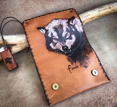 Leather Tobacco Pouch, Leather Pouch, Leather Dye, Leather Craft, Leather Engraving, Wolf Design, Make A Gift, Pyrography, My Bags