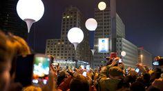 Das Smartphone-Lichtermeer stand in Sachen Helligkeit den leuchtenden Ballons in nichts nach.