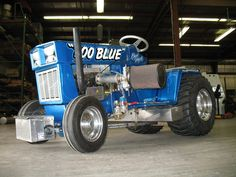 Oldschool Ford Garden Tractor Pulling, Truck And Tractor Pull, Truck Pulls, Riding Mower, Lawn And Garden, Lawn Mower, Antique Cars, Mini, Racing