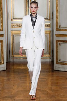 Catwalk photos and all the looks from Vanessa Seward Spring/Summer 2016 Ready-To-Wear Paris Fashion Week Paris Fashion Week, Fashion Week 2016, Spring Fashion, I Love Fashion, Fashion News, Fashion Show, White Suits, Costume, Spring Summer 2016