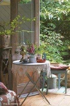 Chic Shabby and French Romantic Cottage Decor Romantic Cottage, French Country Cottage, French Country Style, Cottage Style, Rustic French, Romantic Homes, Country Charm, Irish Cottage Decor, Swedish Farmhouse