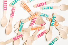 Party - Carnival - Neon - 20 Wooden Ice Cream Spoons - Great Alternative To Plastic Utensils Roller Skating Party, Skate Party, Neon Party, Party Party, Neon Birthday, 30th Birthday Parties, Carnival Birthday, Birthday Ideas, 3rd Birthday