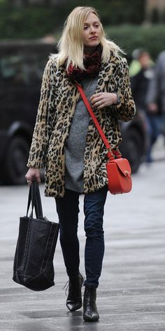 Fearne Cotton in a leopard coat + red crossbody is perfection