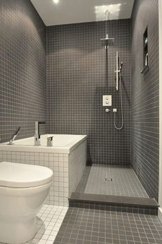 Bara för att badrummet är litet behöver det inte betyda att du måste utesluta badkar. Men det gäller att planera väl. Här kommer inspiration, små badrum med badkar!