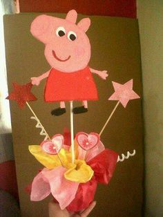 Peppa pig 3rd Birthday Parties, 2nd Birthday, Peppa Pig Baby, Kids Party Centerpieces, Pig Baby Shower, Pig Cupcakes, Pig Party, Diy For Kids, Balloons