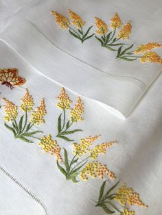Basic Embroidery Stitches, Hand Embroidery Videos, Floral Embroidery Patterns, Hand Embroidery Flowers, Embroidery Alphabet, Embroidery On Clothes, Flower Embroidery Designs, Embroidery Motifs, Simple Embroidery
