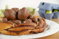 Nido de chocolate con huevos de Pascua