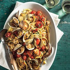 This recipe makes an elegant dinner for entertaining. Spaghetti dressed with clams is a Southern Italian classic, and tomatoes contribute a contemporary addition. View Recipe: Spaghetti with Clams and Slow-Roasted Cherry Tomatoes Seafood Dishes, Pasta Dishes, Seafood Recipes, Pasta Recipes, Fish Recipes, Clam Recipes, Dinner Recipes, Seafood Pasta, Pasta Sauces