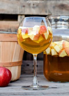 Use fresh apples in this Caramel Apple Sangria that's the perfect fall drink for any party or get-together! | easy drink recipe | fall recipe