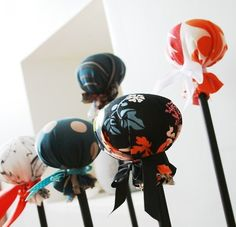 Been looking for the perfect hat stands for my display. Maybe I should just suck it up and make something myself! Craft Booth Displays, Hat Display, Display Ideas, Craft Booths, Display Stands, Display Case, Craft Stalls, Market Displays, Hat Crafts
