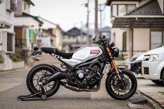 Motos Yamaha, Yamaha Cafe Racer, Cafe Bike, Cafe Racer Motorcycle, Moto Bike, Motorcycle Style, Kawasaki Bikes, Bike Photoshoot, Mopeds