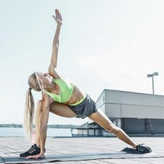 Loosen Up And Relax Tight Hips with these 10 Hip Flexor Stretches (Helps Relieve Lower Back Pain! Pec Workouts, Hip Workout, Boxing Workout, Hip Flexor Exercises, Lower Back Exercises, Hip Replacement Recovery, Sport Model, Hip Mobility, Easy Stretches