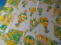 Beau foulard aux motifs de montgolfières : Tissus Ameublement par lamarchandedelinge
