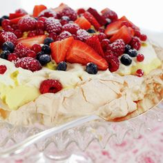 Pavlova - Gjester - Oppskrifter - MatPrat Frisk, Pavlova, Tiramisu, Camembert Cheese, Cheesecake, Food And Drink, Pudding, Goodies, Baking