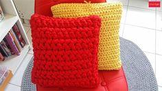 Almofadas em fio de malha #artesanato #almofada #fiodemalha #decoracao #fiosguarani #maxicroche #croche #handmade #dica #ideia #decor #marrispe