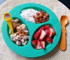 Strawberries, chicken, beans and rice. Toddler Friendly Meals, Healthy Toddler Meals, Toddler Lunches, Kids Meals, Family Meals, Toddler Finger Foods, Toddler Food, Breaded Pork Chops, Dinner Bread